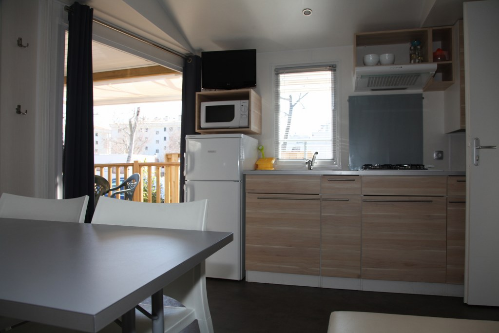 mobil-home-roses-comedor