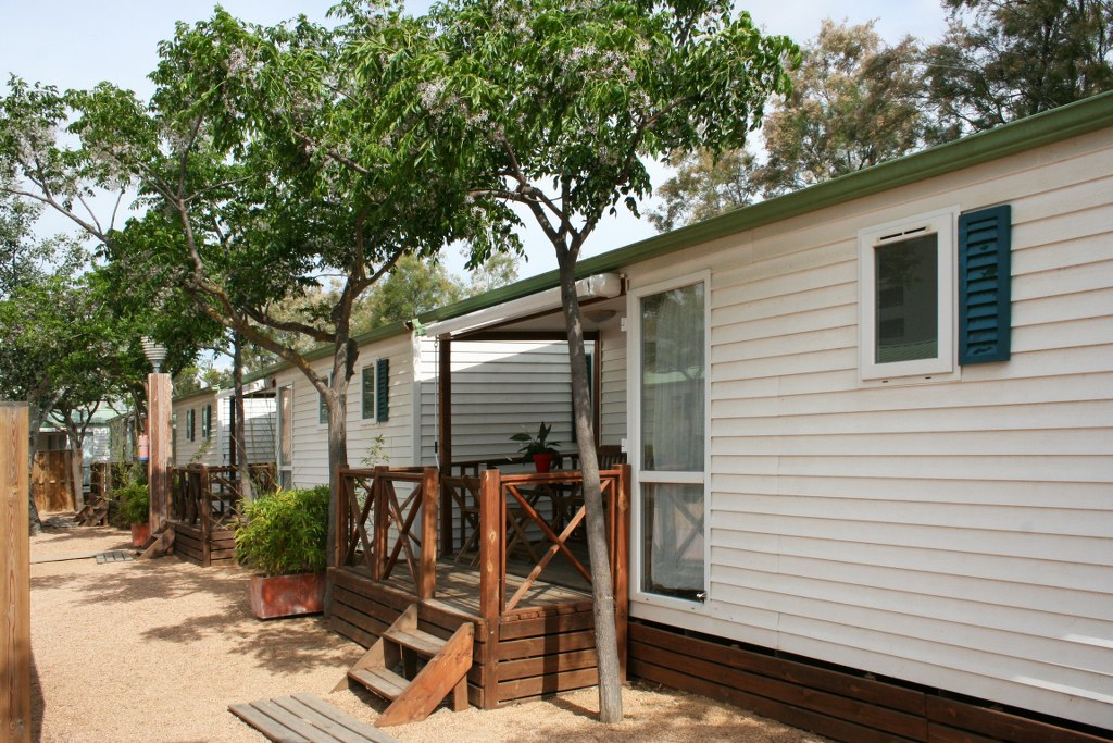 mobil-home-roses-exterior-2